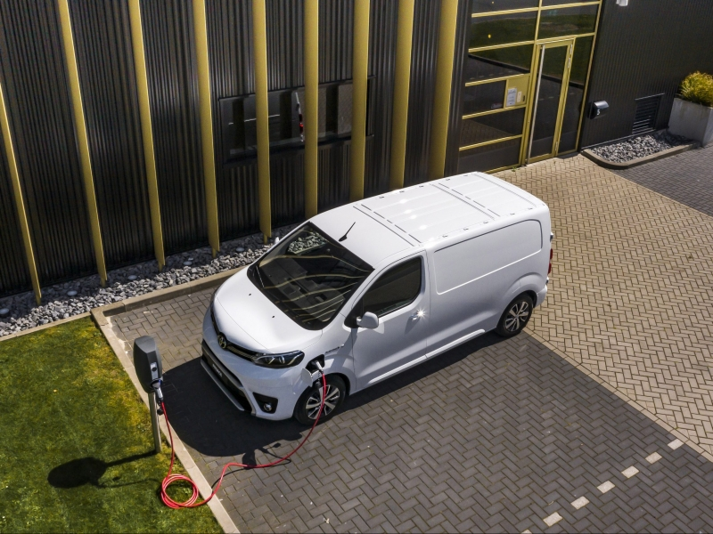 Toyota ProAce 50kWh compact standard range cool comfort 1275kg lv 100kW aut  elektrisch